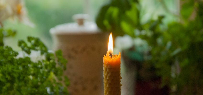 Does room temperature affect  candle burning time?