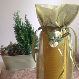 HoneyComb Pillar Candle – 26 cm high. Burning time up to 40hours